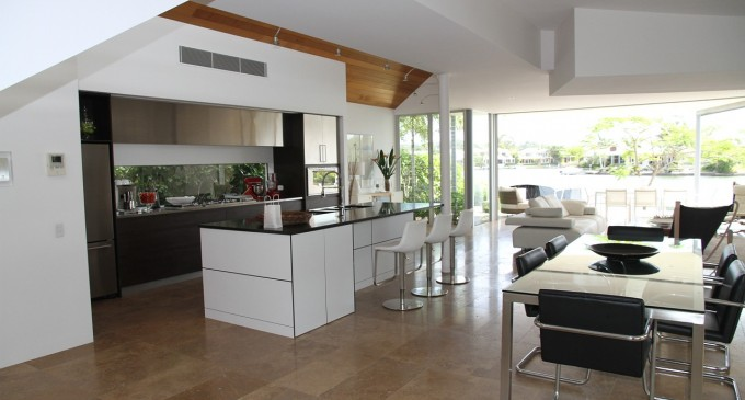 Jak zaaranżować salon połączony z kuchnią?