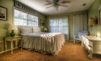 Jak dobrać i zaaranżować łóżko w sypialni